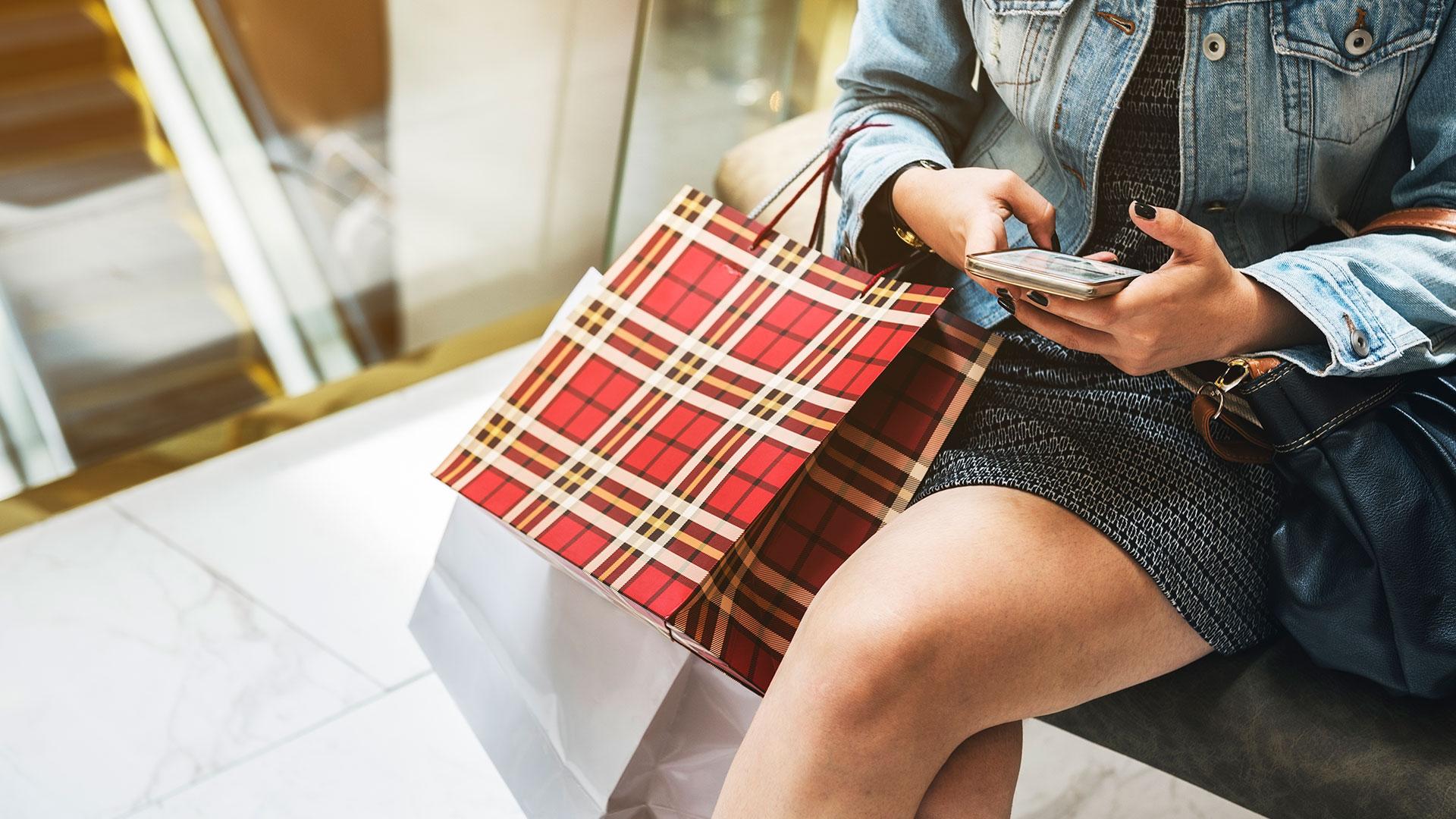 Vigência da LGPD permite maior controle do consumidor sobre seus dados online.