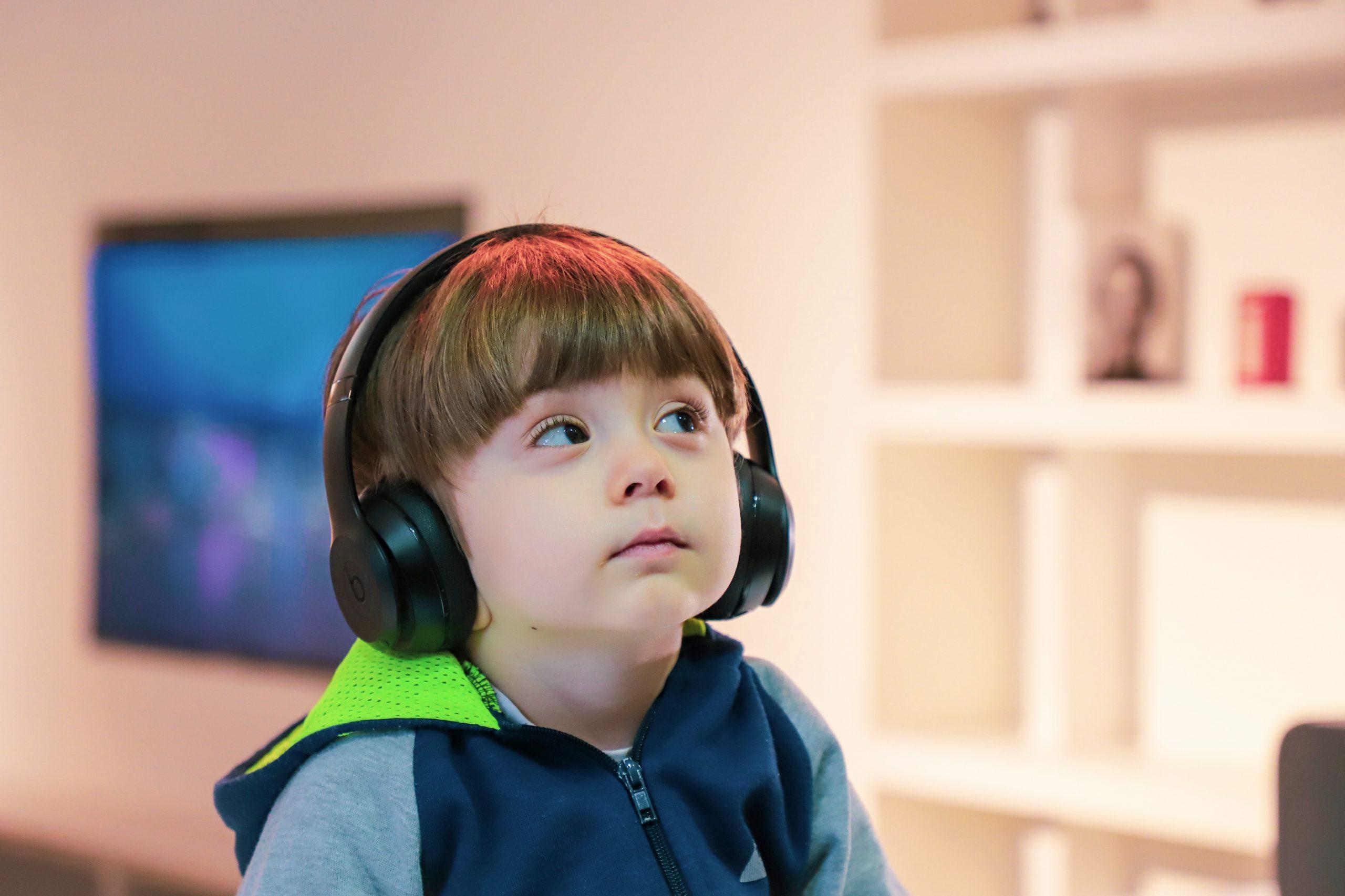 Aprovado projeto de lei que garante sessões de cinema adaptadas para autistas