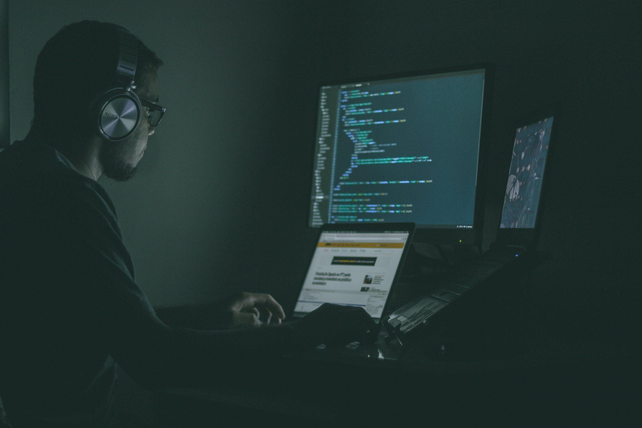 Projeto de lei prevê penas mais duras para crimes virtuais.