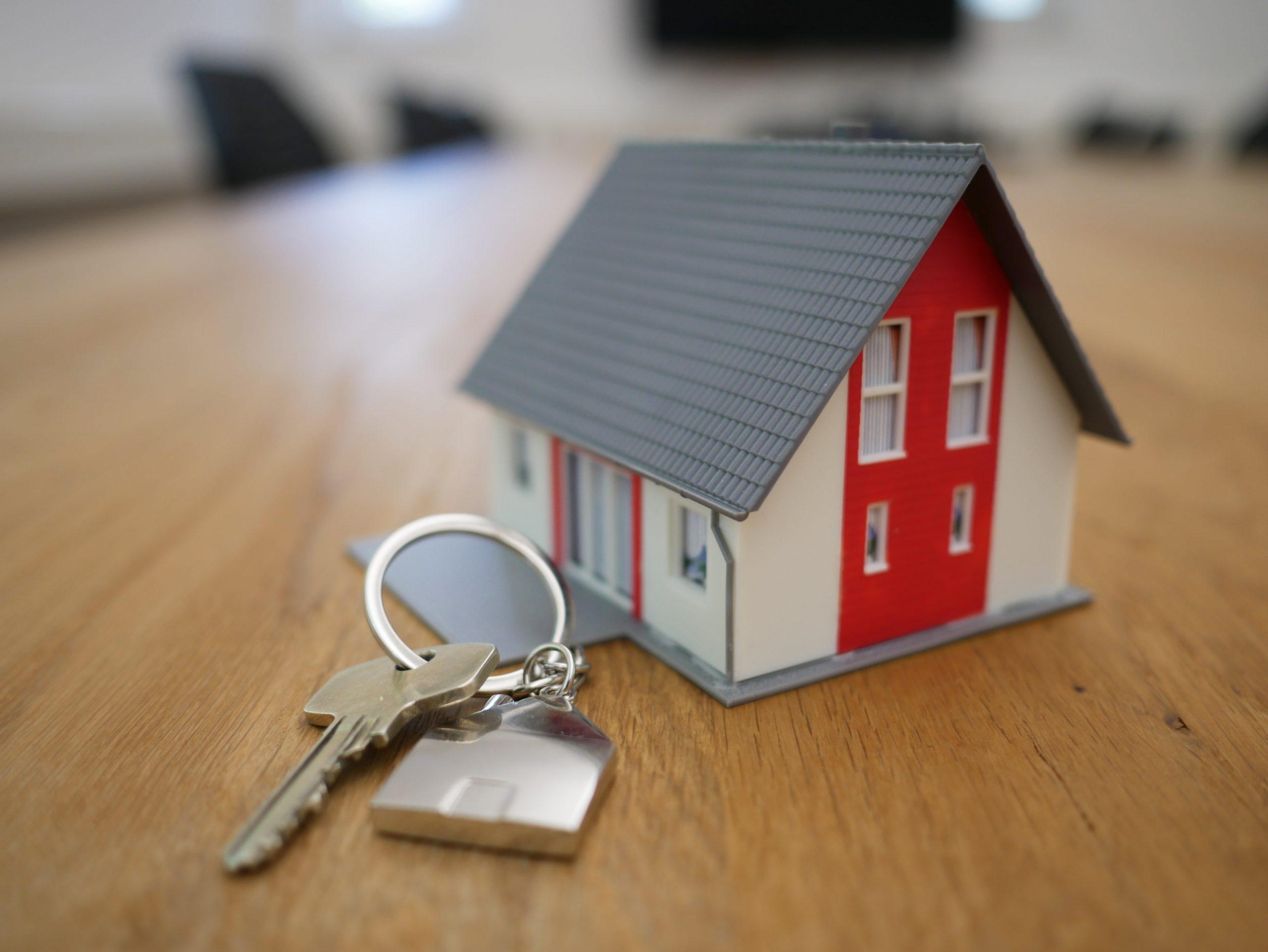 Cliente receberá indenização da agência bancária por atraso na liberação do FGTS e Carta de Crédito Imobiliário.